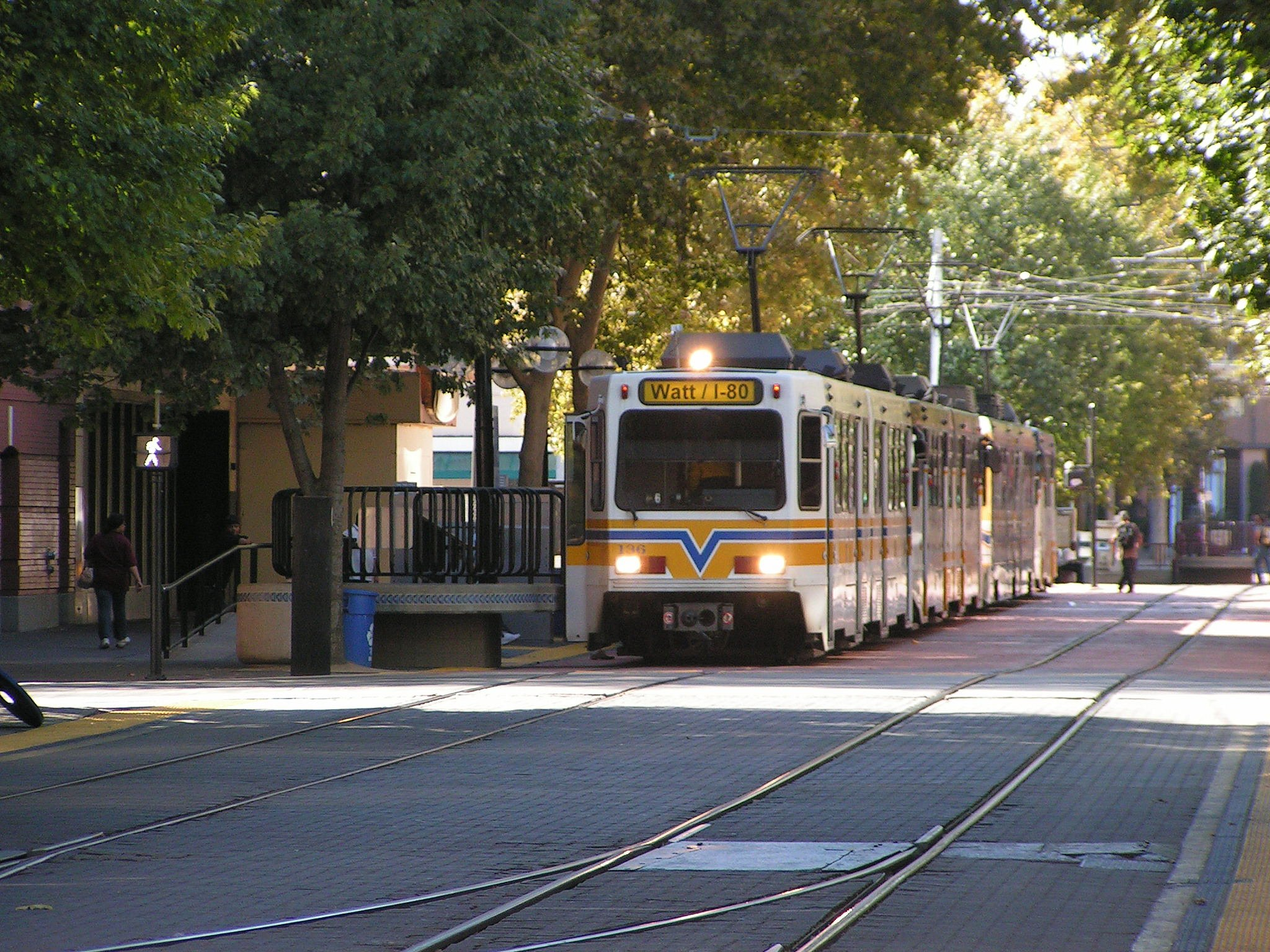 Sacramento's light rail will buy new vehicles with money from cap-and-trade proceeds. Image: Wikipedia