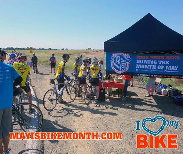 """Riders fuel up at """"Great Scott,"""" the Sacramento Area's May Is Bike Month kickoff event last Saturday. Image: May Is Bike Month"""