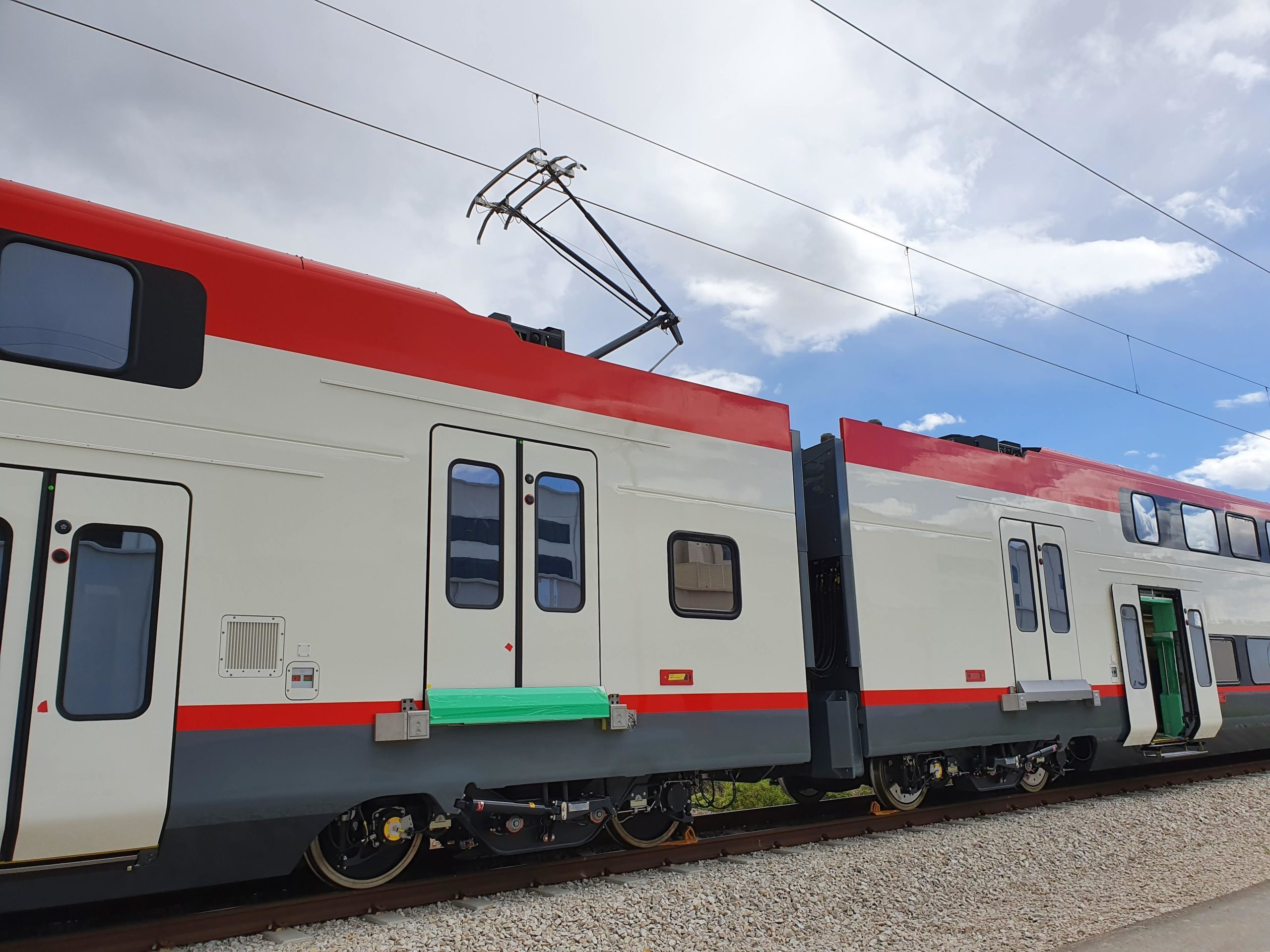 One of Caltrain's first electric train sets. Metrolink, LA's equivalent of Caltrain, uses diesels and has no plan to electrify. Photo: Caltrain